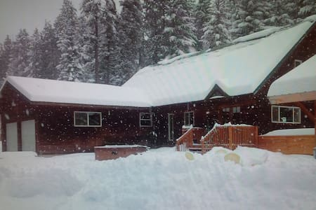 Spacious Private Lodge slps 12, 3rd night $150 off - Ronald
