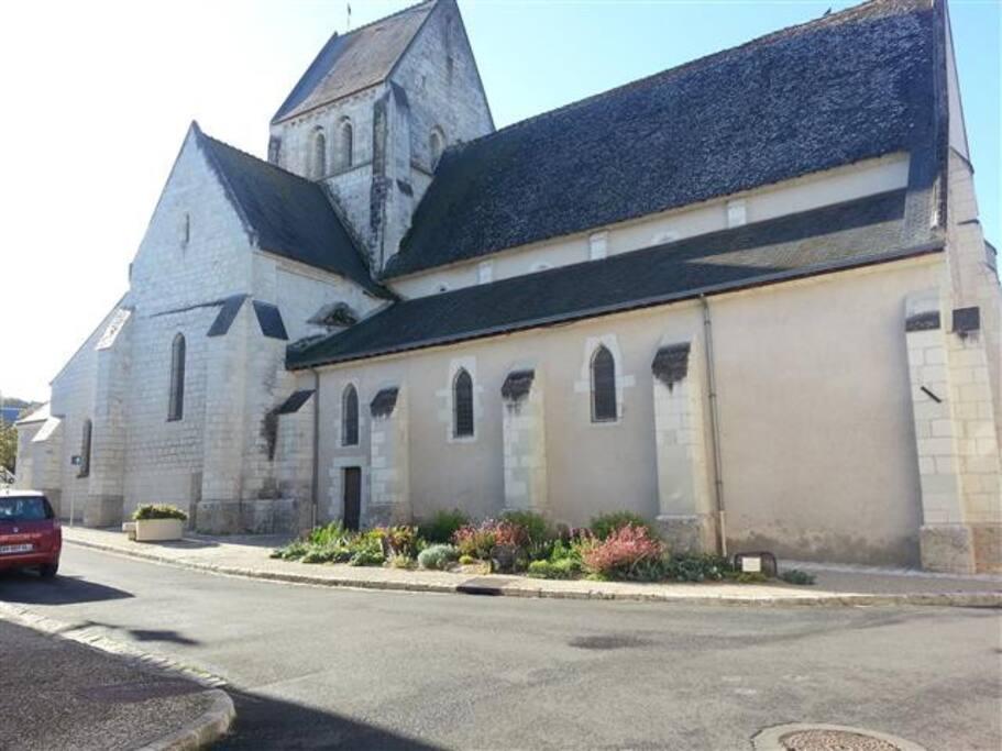 A côté d'une belle église du 11 siecle.