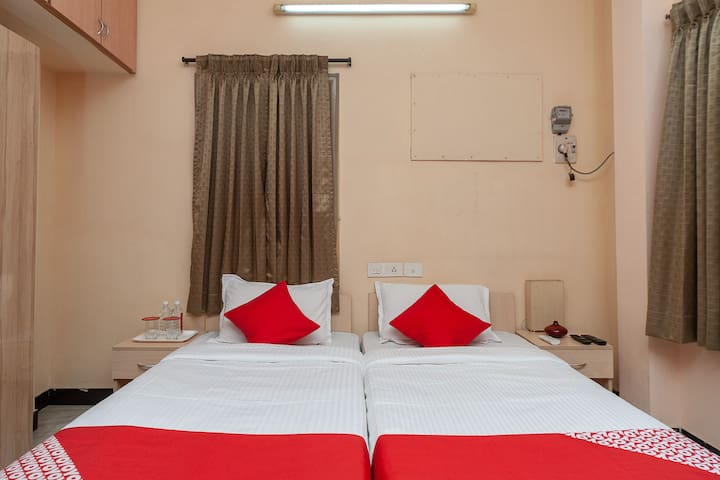 OYO Saver Double Vibrant stay 1 BR in Mylapore
