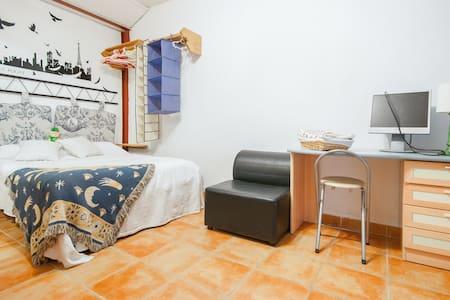 Habitación F en  Alcalá de Henares - Alcala de Henares - Huis