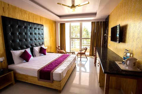 Rooms with beautiful valley facing view