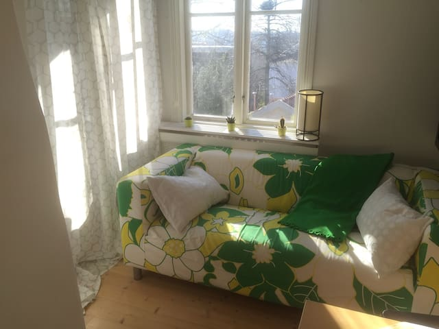 Top floor in villa near Svenska Mässan & Liseberg