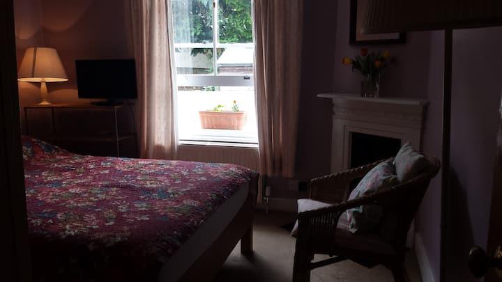 Comfortable double room in Highbury, North London