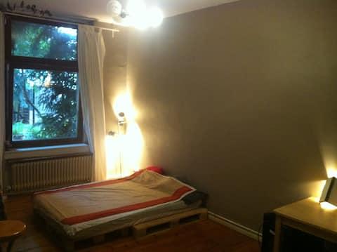 Berlin Room, Neuköln Sanctuary
