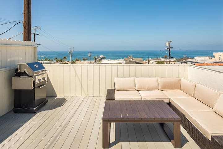 Downtown Manhattan Beach Coastal City Getaway
