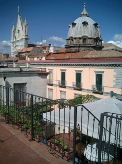 Appartamentino sui tetti di napoli appartamenti in for Airbnb napoli