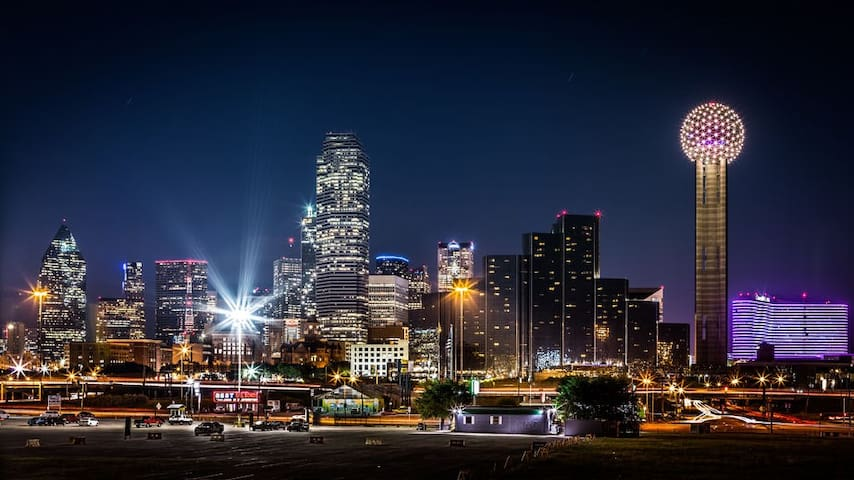 Downtown Dallas Industrial Modern Loft/Apt