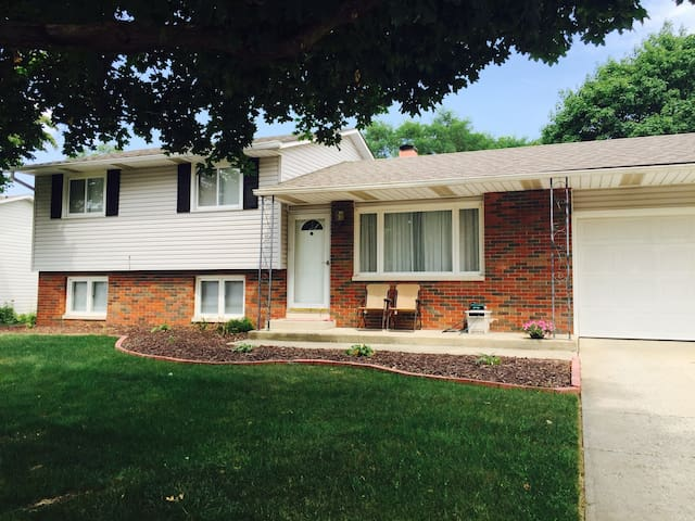 Adorable Tri-Level House in a quiet neighborhood - Mishawaka - House