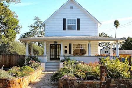 Renovated Farm House Downtown! - Saint Helena