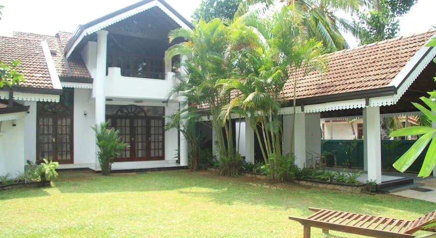 VillaTaprobane - Gampaha - Bed & Breakfast
