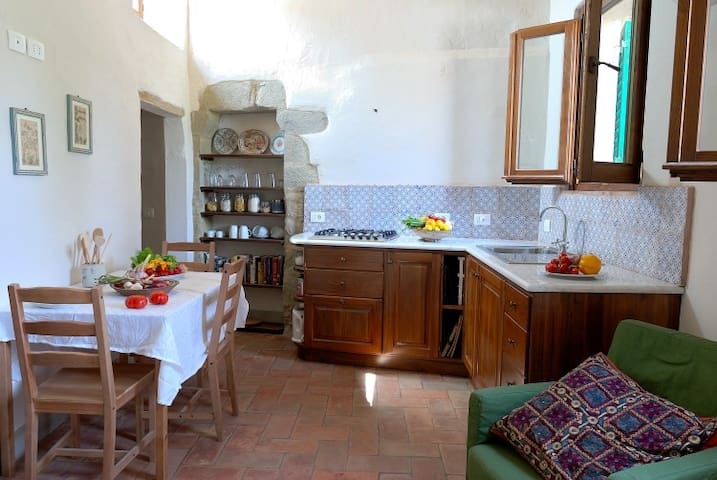 Gorgeous, light apartment in Tuscan hilltown
