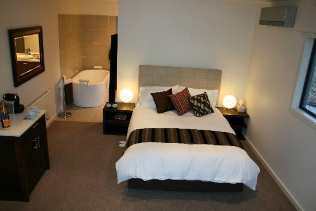 Aireys Escape Oceanview Studio Apartments For Rent In Aireys Inlet Victoria Australia