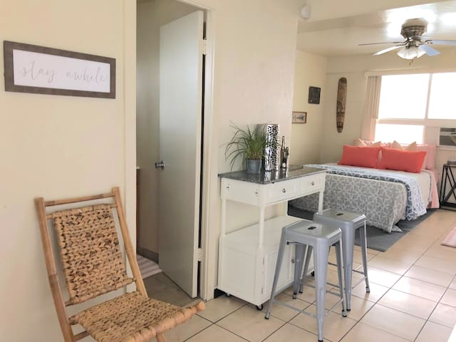 Block From Beach Pad with AC, WIFI, 60 inch TV +++