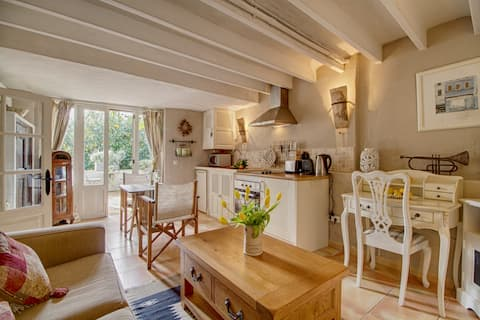 Romantic 1 bed with terrace