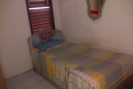private room in pondok gede  - Casa