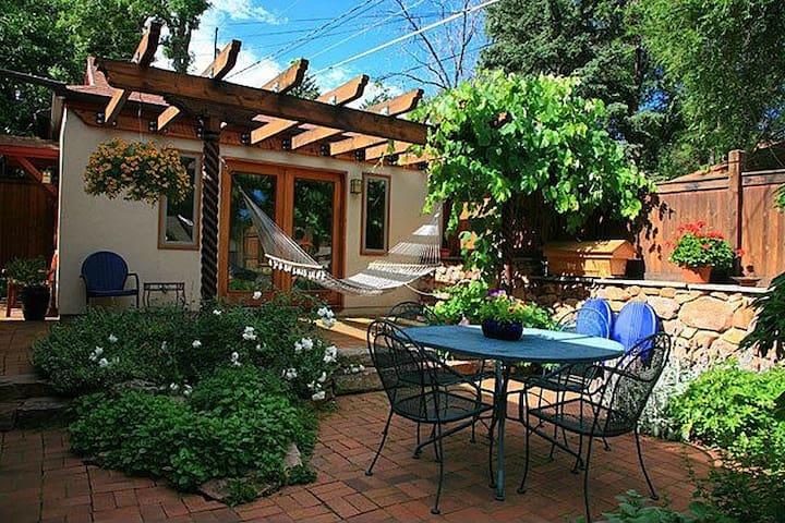 Garden Guesthouse & Arcade - Boulder - House