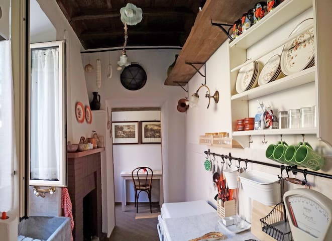 Small apartment in a lovely place - Capodimonte - Flat
