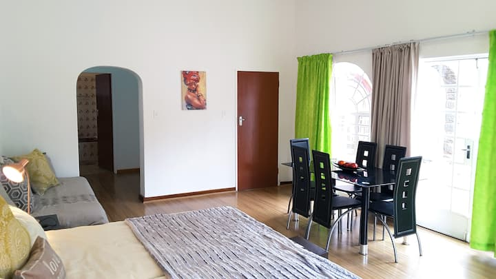 Sunny Hatfield Apartment | DSTV | FREE WIFI