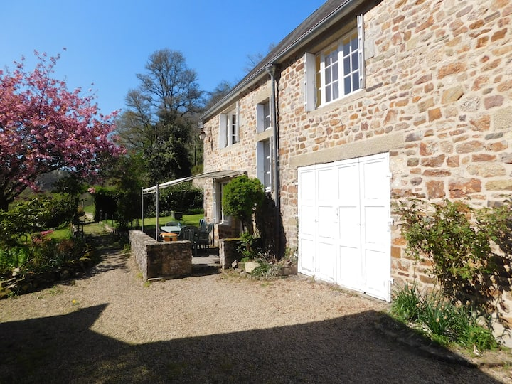 3 Bedroom cottage in a glorious riverside setting