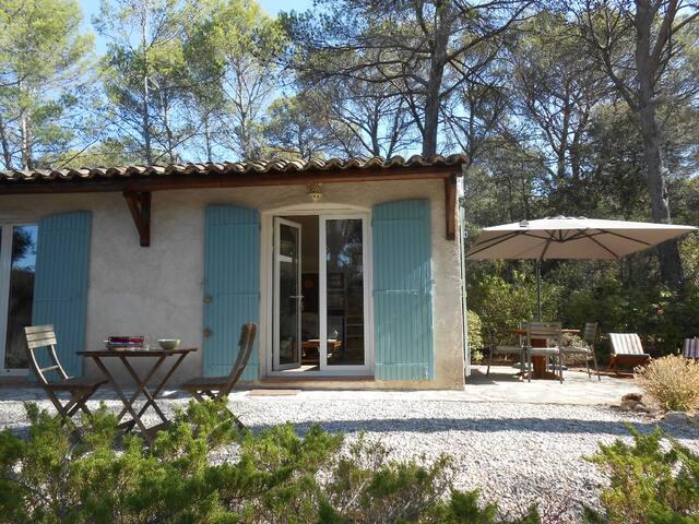 MAISON D'HÔTES AVEC PISCINE PRIVEE A CÔTE D'AIX - Aix-en-Provence - Hus