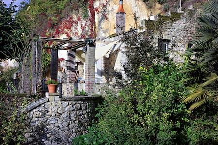 Troglodyte house / Loft troglo - Troo