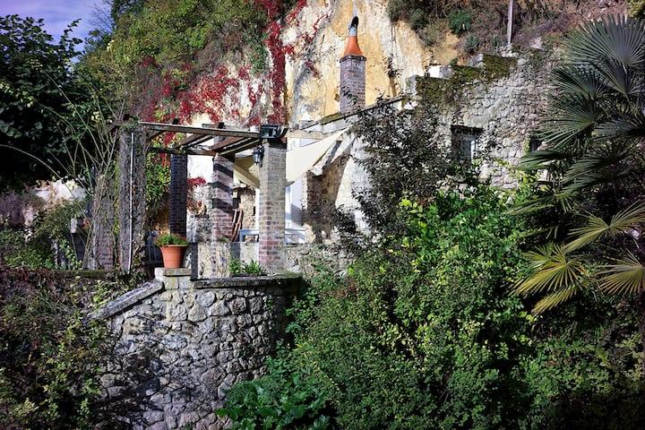 Troglodyte house / Loft troglo