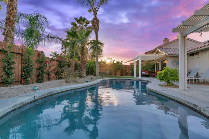 Bright Mid Century 4bd Home with a Private Pool LQ158 LIC#233904  Sleeps: 4 Bedroom, 3 Bathroom