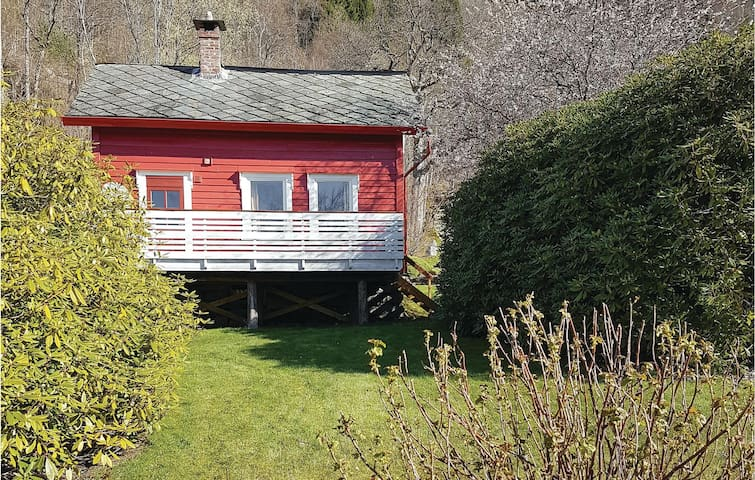 Holiday cottage with 2 bedrooms on 82m² in Ålvik