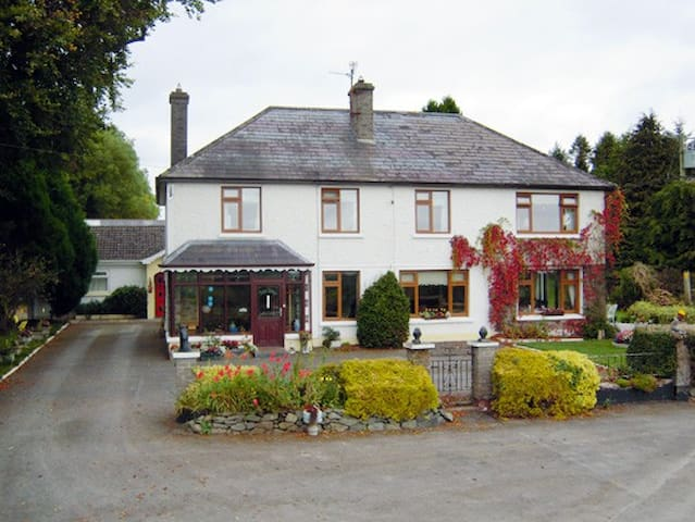 Mundy's Ford House Cavan Town