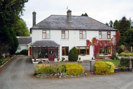 Mundy's Ford House Cavan Town - Deredis
