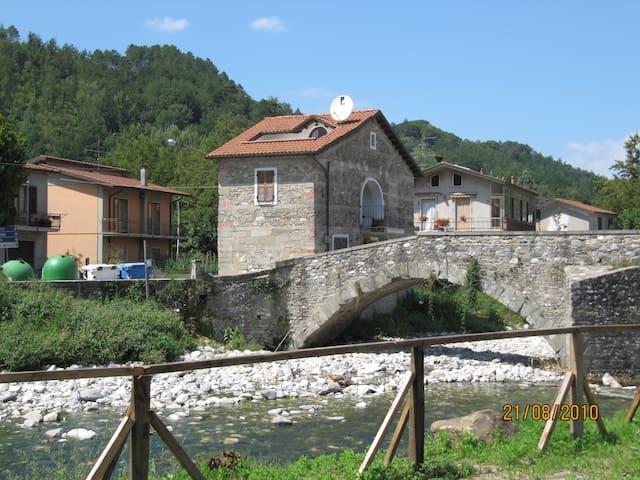 Gragnola, Lunigiana, North Tuscany - Gragnola - บ้าน