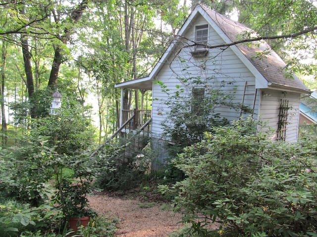 Artist Cottage on Lake Lanier - Flowery Branch - House