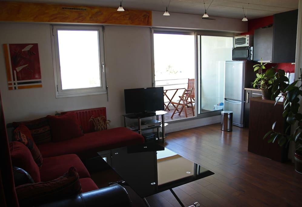 bel appartement vue sur mer appartements louer la. Black Bedroom Furniture Sets. Home Design Ideas