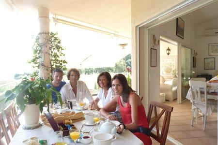 Charmante chambre  - Porto-Vecchio - Bed & Breakfast