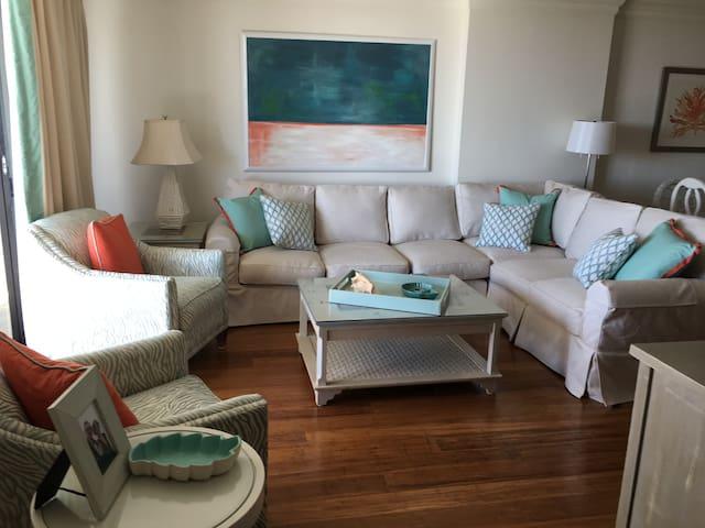 Premium Oceanfront Condo, Strikingly Renovated - Myrtle Beach - Condominium