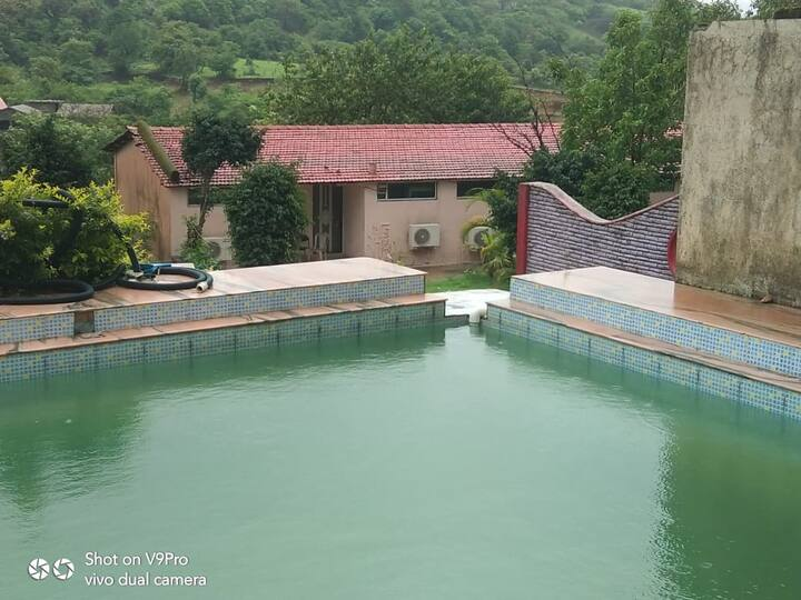 Lonavala 1 Single AC Rooms with Swimming Pool