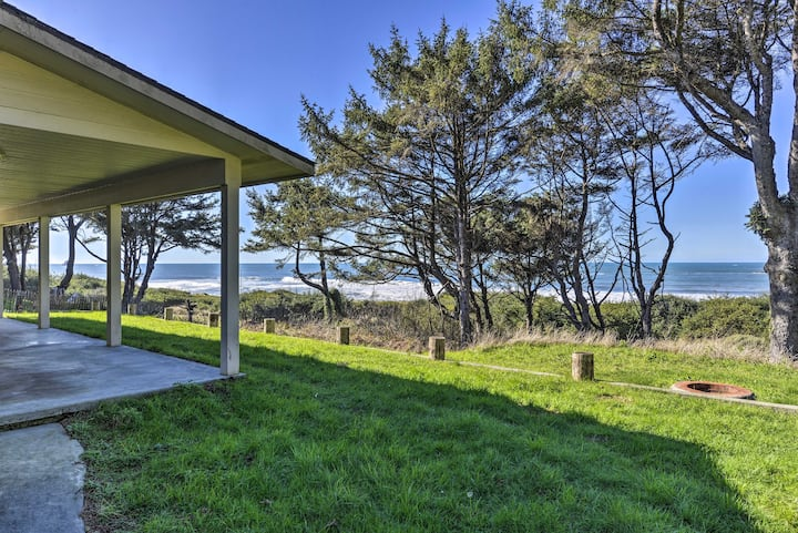 Smith River Oceanfront Home - Steps to Beach!