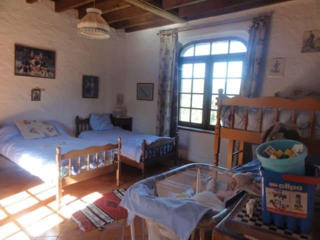Chambre des enfants 4 lits simples