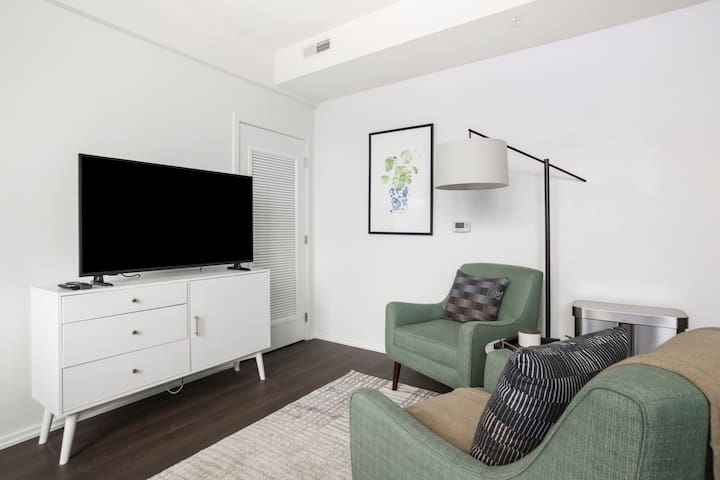 Charming 1BR in Washington, Pool + Pet-Friendly