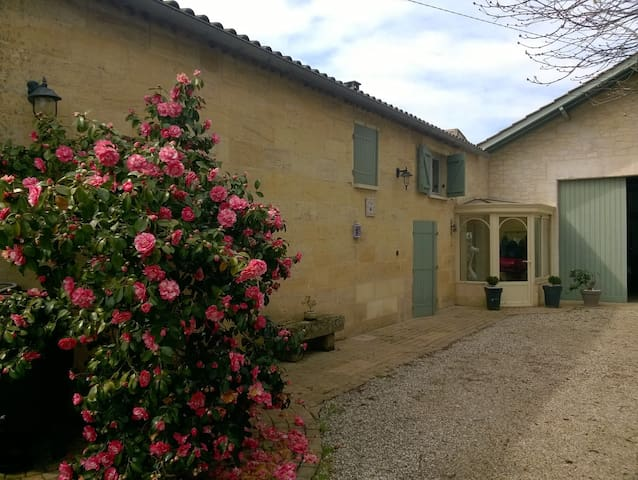 Bedrooms 9 kms from St Emilion - Saint-Magne-de-Castillon - Guesthouse