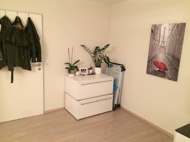 Schlafzimmer (III)