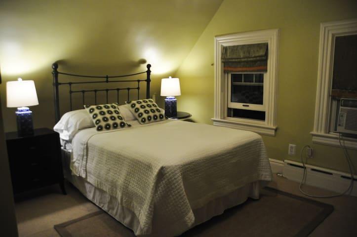Room 5 - Full bed