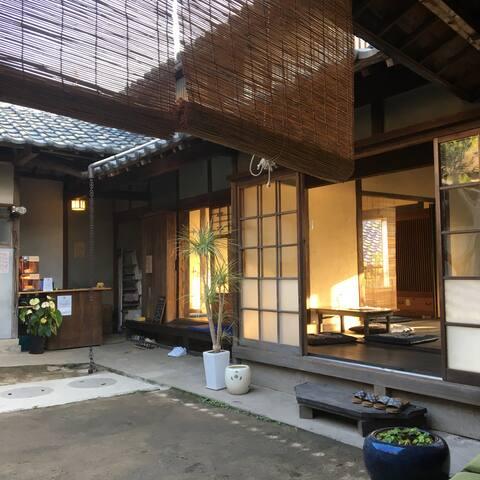 ogijima ゆくる  猫に会える迷路のような路地と坂と階段と海の島にあるゲストハウス