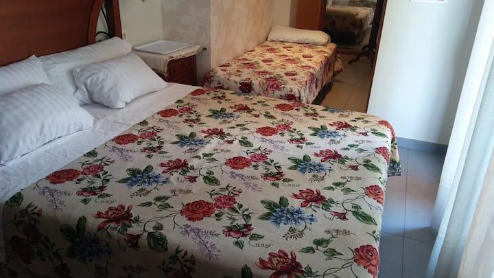 habitación en un ático en la playa independiente