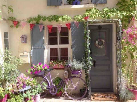 La Bicyclette Violette in medieval walled village