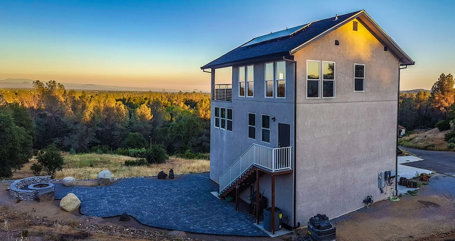 Beautiful new upscale modern home with VIEW - Redding - Hus