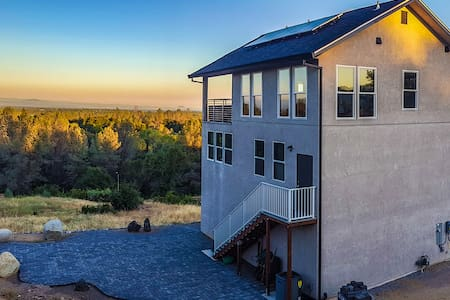 Beautiful new upscale modern home with VIEW - Redding - Dům