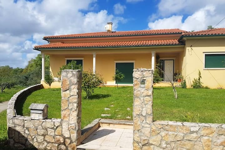 House with 4 bedrooms in Leiria, with enclosed garden and WiFi