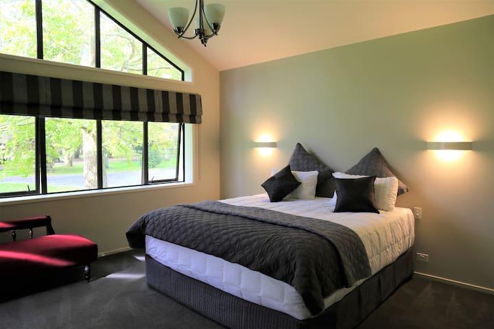 Luxury Super King Bed with en-suite