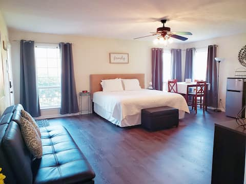 King Guest Suite - A TOGAR Family Vacation Rental